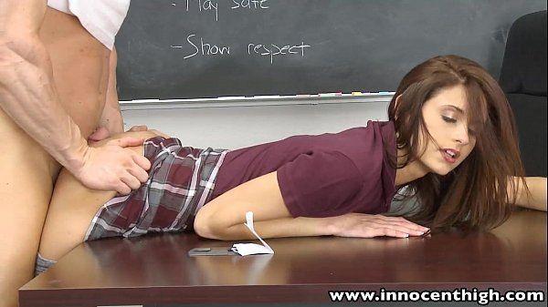 Magra dando o cu na sala de aula