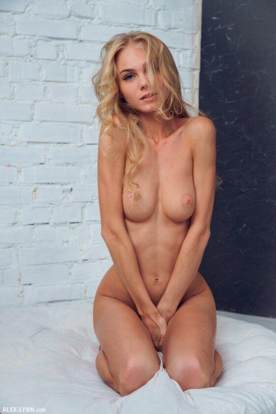 Fotos de novinha loira pelada nua