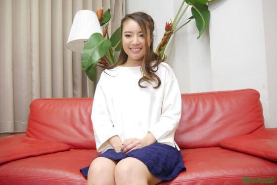 Japonesinha linda pelada abrindo a bucetinha