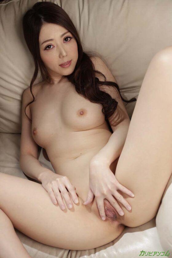 Linda novinha asiática tomando gozada na buceta