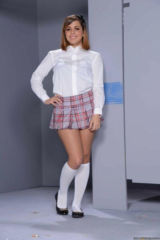Novinha do colégio peladinha no vestiário