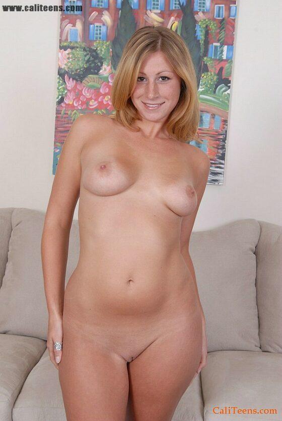 Galega amadora pelada mostrando seu corpo sensual