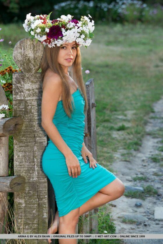 Modelo linda e gostosa peladinha ao ar livre