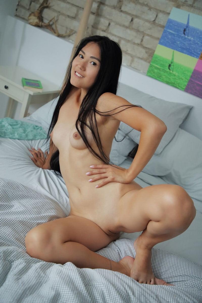 Japonesinha safada pelada antes de mais um sexo gostoso